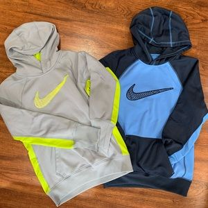 Two small Nike Therma fit sweatshirts.